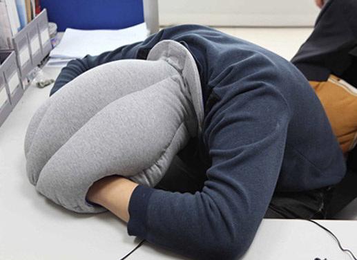 Как можно спать на подушке