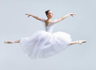 балерина в воздухе