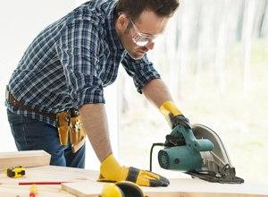 Чем конкретно занимается плотник