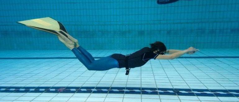 плавание в ластах что это